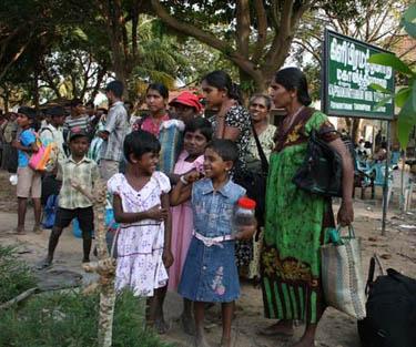 Immer mehr Zivilisten gelingt die Flucht aus dem noch von der LTTE besetztem Gebiet