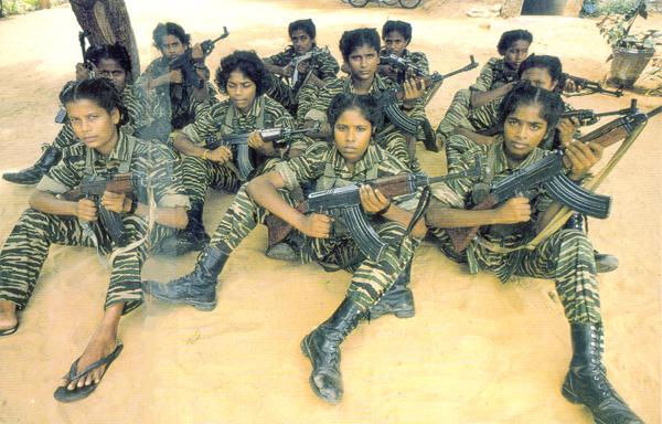 Frauen und Mädchen setzte Prabhakaran mir Vorliebe als Selbstmordbomberinnen ein